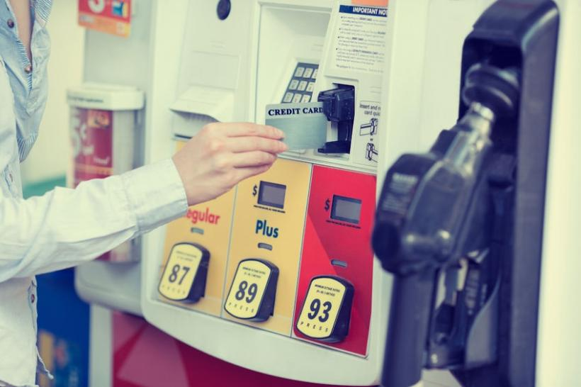 How to use your Canadian credit card to buy gas in the US